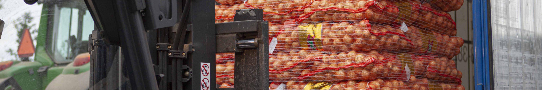Heftruck met uien bij J. Jansen Uienhandel BV Kruiningen